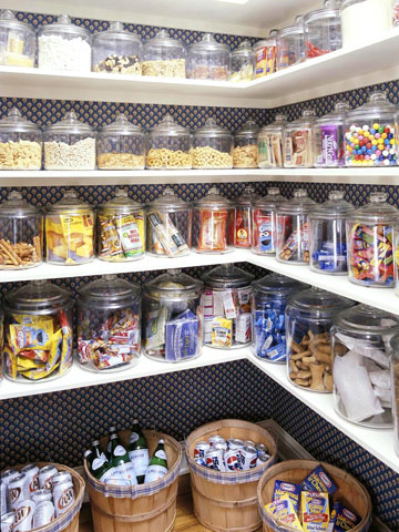 Would love my pantry to be this organized.