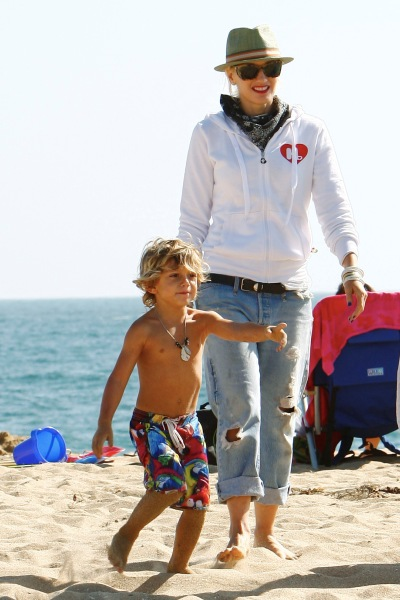 Gwen Stefanis beach day with her sons