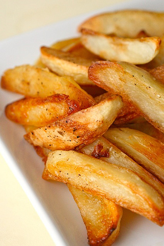 """A """"perfect"""" technique for baked oven fries.  Seriously perfect techniq"""