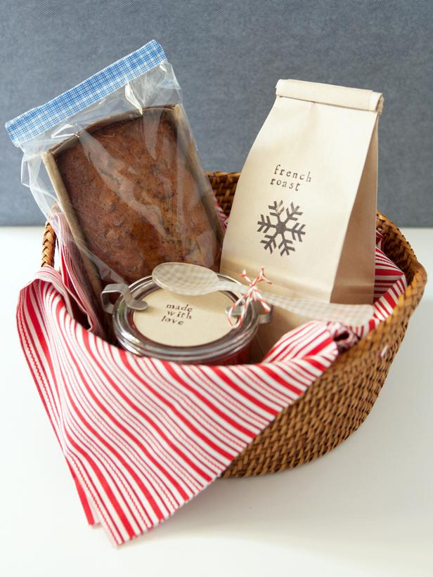 Love this #Christmas breakfast basket idea. Grab a basket at your local thrift s