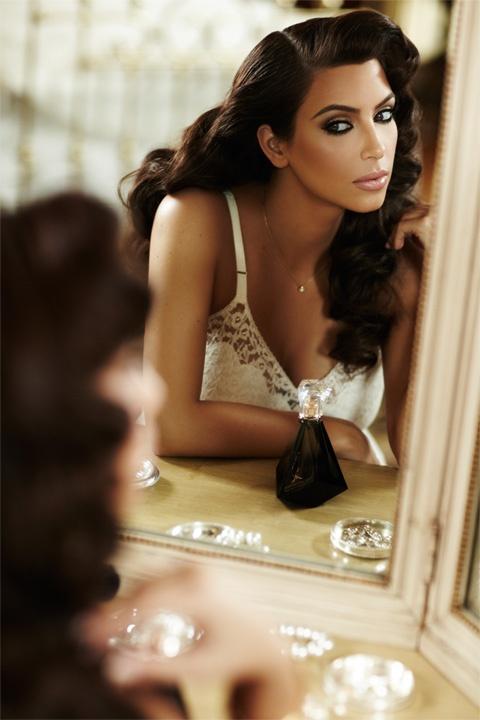 Kim-Kardashian-Midweek-Makeup-Side-Part-Hair-3