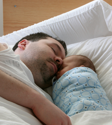 10 Ridiculously Awesome Photos of Dads & Babies