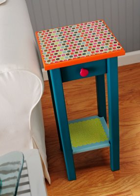 refurbishing an old end table find at a thrift store with just paint modge podge