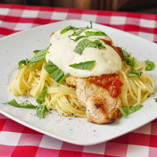 Grilled Chicken Spaghetti Margherita – here's a quick, easy dinner idea that
