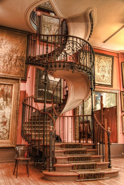 Spiral staircase to-die-for