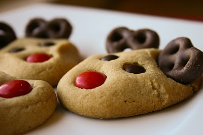 I want to remember this at Christmas! Reindeer cookies.