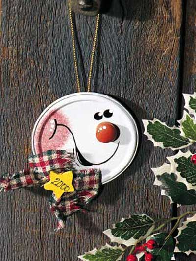 JAR or CAN LID SNOWMAN ORNAMENT… paint a snowman on it or you could use old Ch