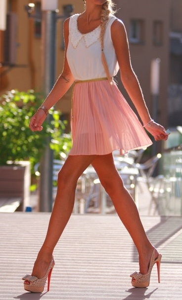 Cute outfit. I wish I still could wear that hight of  stilettos – I can't be