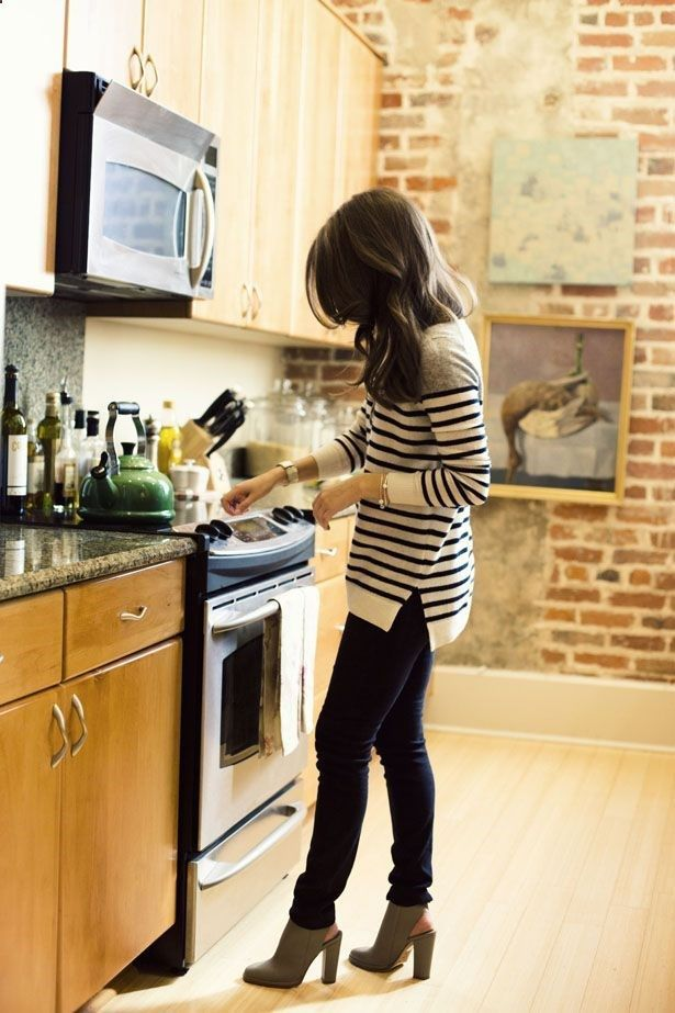My Comments: I like this whole laid back, chic style.  ----  long striped top and leggings