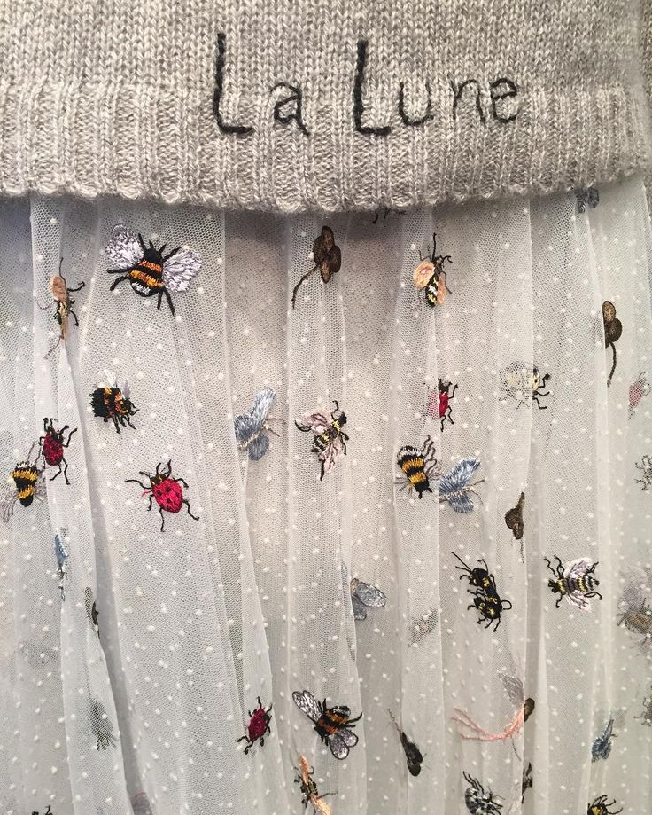 Dior Avenue Montaigne. Dior up close, via Cécile Narinx, Editor in Chief, Harpers Bazaar Netherlands. Insect & bees embroidery