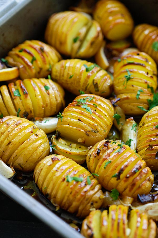 Lemon Herb Roasted Potatoes - BEST roasted potatoes you'll ever make, loaded with butter, lemon, garlic and herb. 15 mins active
