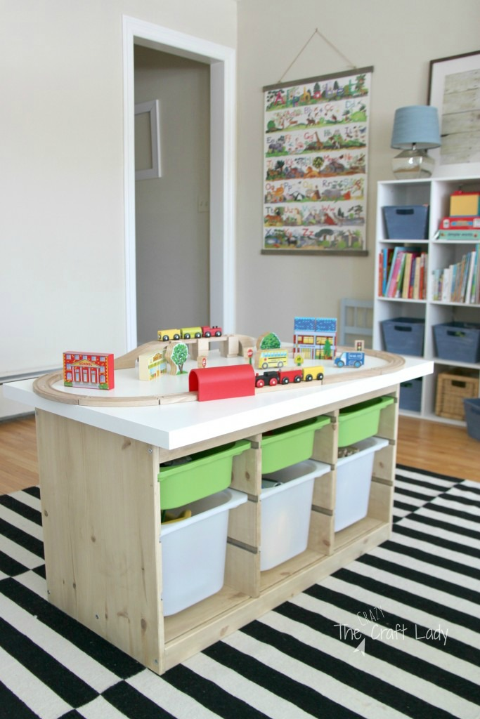 This train table using the IKEA TROFAST is a great IKEA toy storage hack. Via the crazy craft lady / www.grillo-designs.com