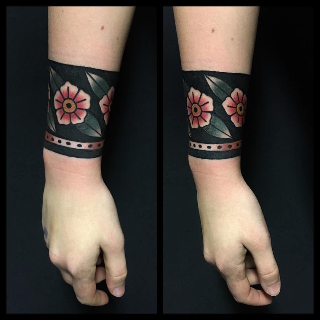 20 tattoo leg bracelet ideas