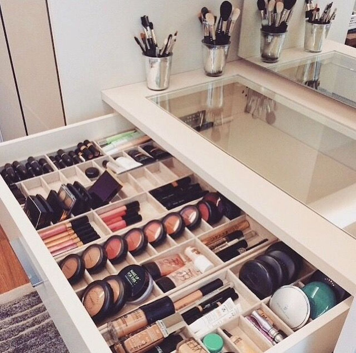 14 makeup Storage table ideas